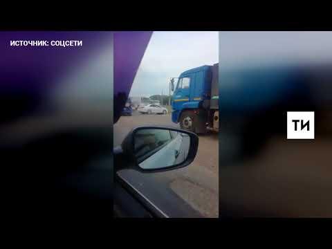 В Челнах очевидцы сняли на видео загоревшийся на ходу вахтовый автобус (ВИДЕО)