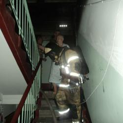 В Казани пожарные спасли семь человек из горящей пятиэтажки (ФОТО)