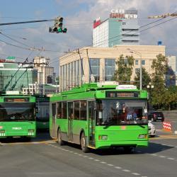 В Московском районе Казани троллейбус протаранил легковой автомобиль