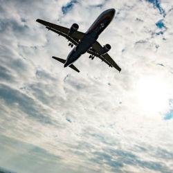 Угнанный пассажирский самолет разбился, но чудом никто не погиб