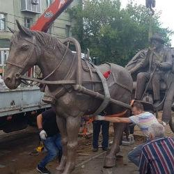 В Альметьевске установили памятник Чехову