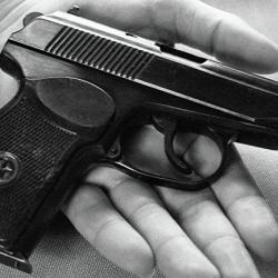 Челнинец ударил полицейского за отказ дать ему табельное оружие