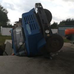 Появилось видео с провалившейся под землю ассенизаторской машиной в Елабуге (ВИДЕО)