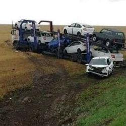 В Татарстане с трассы вылетел  автовоз с автомобилями Lada