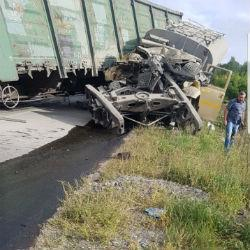 В Татарстане автоцистерна протаранила грузовой состав (ФОТО, ВИДЕО)