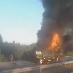 Появилось ВИДЕО пылающих грузовиков на трассе М7 под Казанью