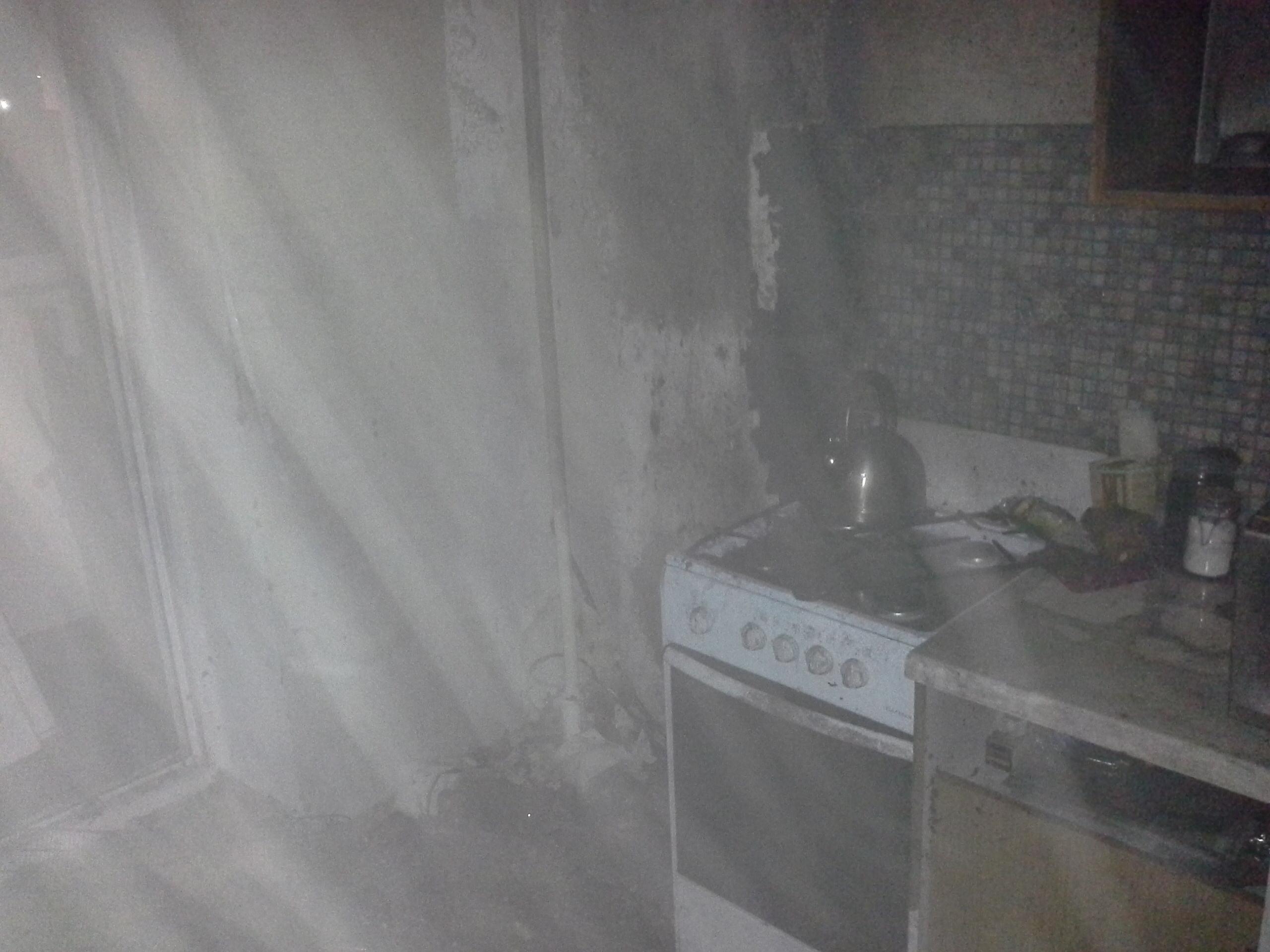 В Альметьевске на пожаре спасена женщина и эвакуированы 15 человек (ФОТО)