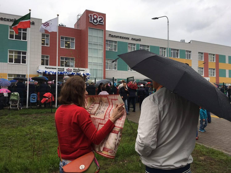 Противники мусоросжигательного завода устроили пикет на открытии школы в ЖК «Салават Купере» (ФОТО)