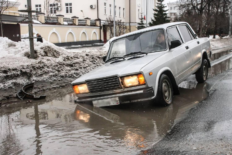 Это провал, братан. Рейтинг самых эпичных ям на дорогах Татарстана (ФОТО)