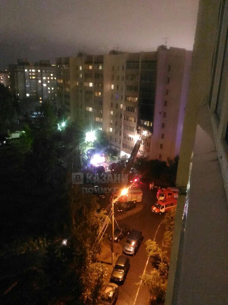 Мужчина и женщина погибли на пожаре в казанской девятиэтажке (ВИДЕО)