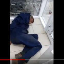 Татарстанец попытался украсть из магазина 11 палок дорогой колбасы (ВИДЕО)
