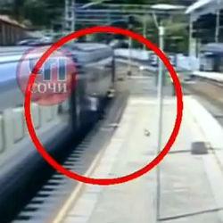 Туристка из Татарстана сошла на ходу с поезда в Сочи (ВИДЕО)