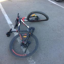В Альметьевске школьник на велосипеде получил тяжелые травмы под колесами «Лады»