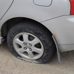 Гвозди на дороге в Челнах стали причиной массового прокола шин автомобилей