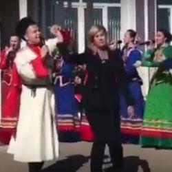 Жена Бастрыкина станцевала под «Распрягайте, хлопцы, коней» в Татарстане (ВИДЕО)