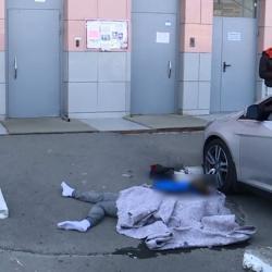 В Казани с крыши многоэтажки упал 17-летний парень (ФОТО)