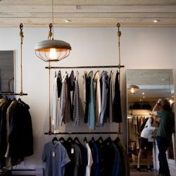 Одежда и обувь могут подорожать до 20% из-за падения курса рубля и повышения НДС