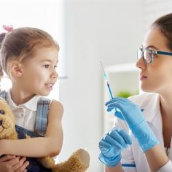 К чему приводит отказ родителей от прививок детям