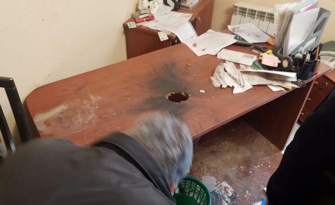 Опубликовано ФОТО пробитого взрывом офисного стола — покушение на казанского предпринимателя Михаила Скоблионка