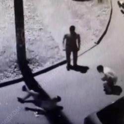 Полицейский отстреливался от четверых напавших мужчин. СКР опубликовал ВИДЕО