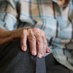 Пожилая женщина из Елабуги отдала мошенникам сто тысяч рублей за снятие порчи