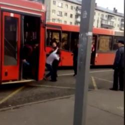 На ВИДЕО попала драка водителей автобусов у Московского рынка в Казани