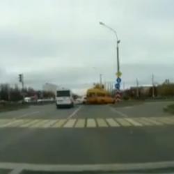 Бывшего сотрудника ГИБДД назвали виновным в «жесткой аварии» с автобусом (ВИДЕО)
