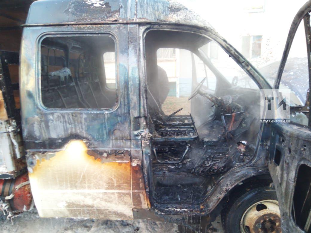 В Альметьевске пожарные не дали взорваться горящей «ГАЗели» во дворе жилых домов (ФОТО)