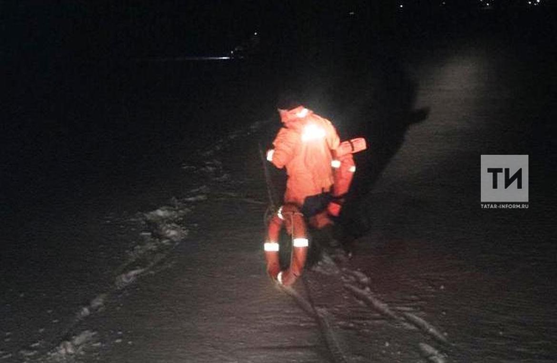 В Татарстане спасли мужчину и женщину, провалившихся под лед на самодельном мотовездеходе (ФОТО)