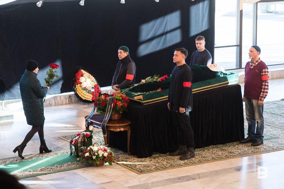 Казанцы простились с народной артисткой Татарстана Раузой Хайретдиновой (ФОТОРЕПОРТАЖ)