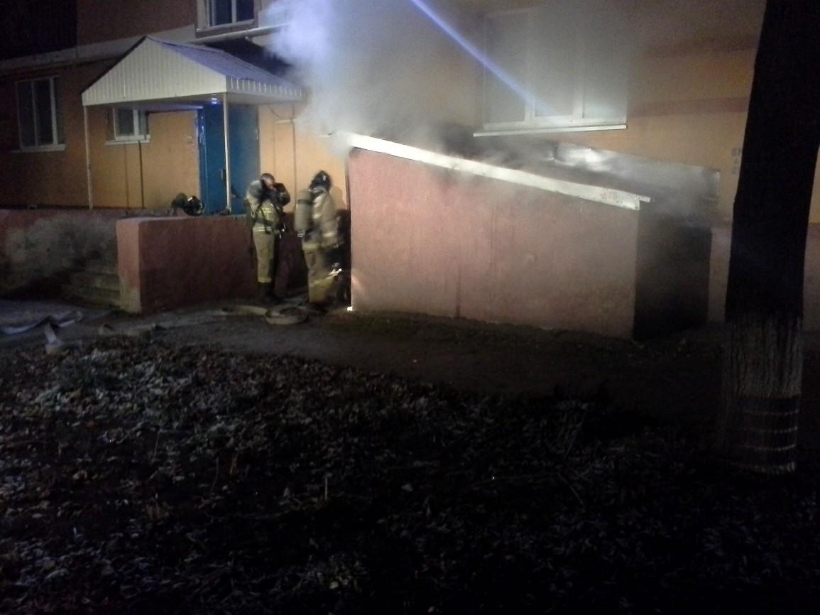 На пожаре в Альметьевске спасли маму с маленькой дочкой (ФОТО)
