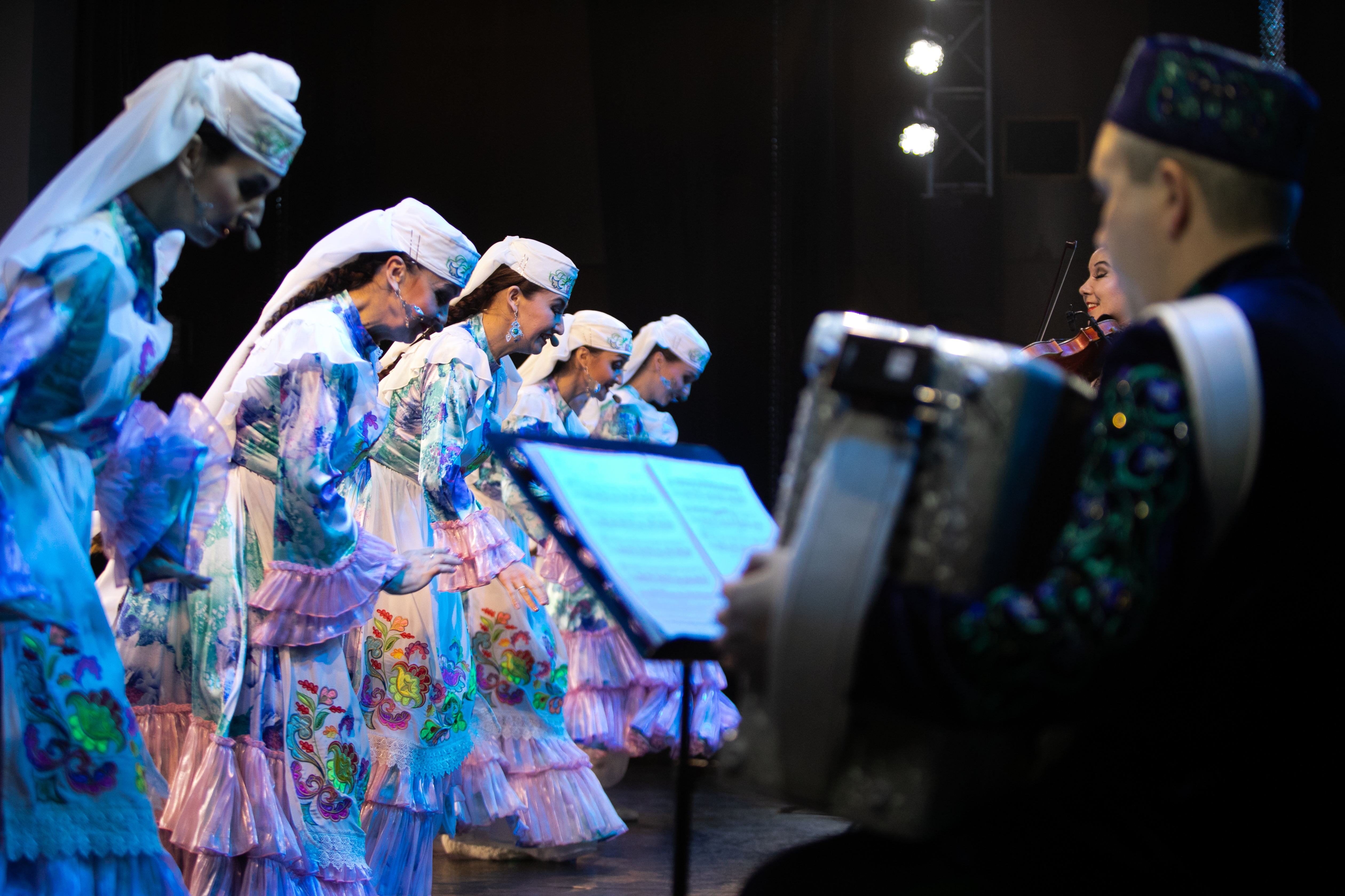 Государственный ансамбль фольклорной музыки Республики Татарстан продолжает уроки музыкального искусства перед школьниками Татарстана