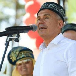 Минниханов поздравил жителей республики с Днем Конституции Татарстана