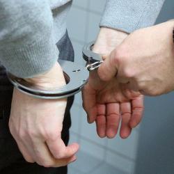 В Казани росгвардейцы задержали клиента такси, который искал наркотики в лесу