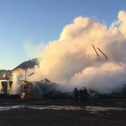 В Казани полностью сгорела баня «Деревенька» (ВИДЕО)
