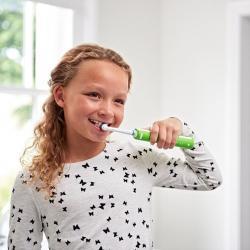 Здоровье зубов на 5+ с электрической щеткой Oral-B Junior для школьников