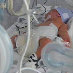 Малышке, которую мать выбросила в мусорный контейнер в Нижнекамске, нашли новую семью