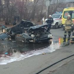 «Лада» в Казани «осталась без крыши» после столкновения с «Газелью» (ВИДЕО)