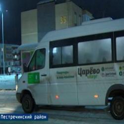 Автобусы есть, а уехать невозможно. Почему жители «Царево Village» штурмом берут маршрутки (ВИДЕО)