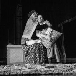 В театре Кариева премьера спектакля «Необыкновенные ичиги»