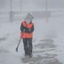 В Казани заработали горячие линии по вопросам уборки снега