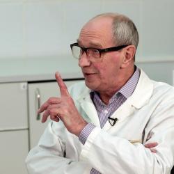 Известный врач Казани: Приходилось вытаскивать из людей ложки, пробки, зубы, протезы и иголки