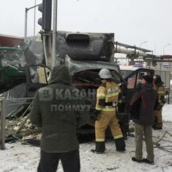 В ДТП с «Газелью» и самосвалом в Казани. Есть пострадавшие. (ФОТО)