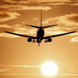 Самолет с 76 пассажирами экстренно сел в аэропорту Казани