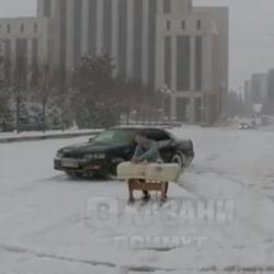 Перед кабмином в Казани организовали дрифт с «чаепитием» (ВИДЕО)