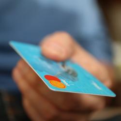 Почему чеки из магазинов нельзя выбрасывать или отдавать незнакомцам
