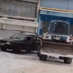 Очевидцы показали таран ВАЗа трактором в Заинске: «увидел ее с другим, вот и отомстил» (ВИДЕО)