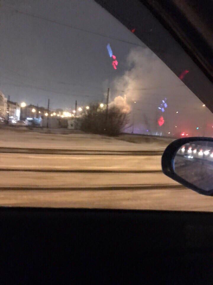 Очевидцы сняли на ВИДЕО пожар в торговом павильоне в Казани