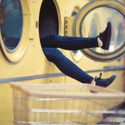 Чтобы поймать должника, казанские приставы вызвали его отремонтировать стиральную машину