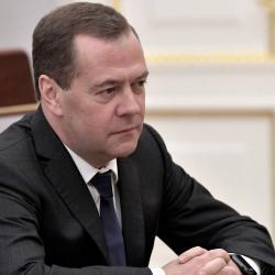 Дмитрий Медведев дал короткую рецензию роману Гузель Яхиной «Зулейха открывает глаза»